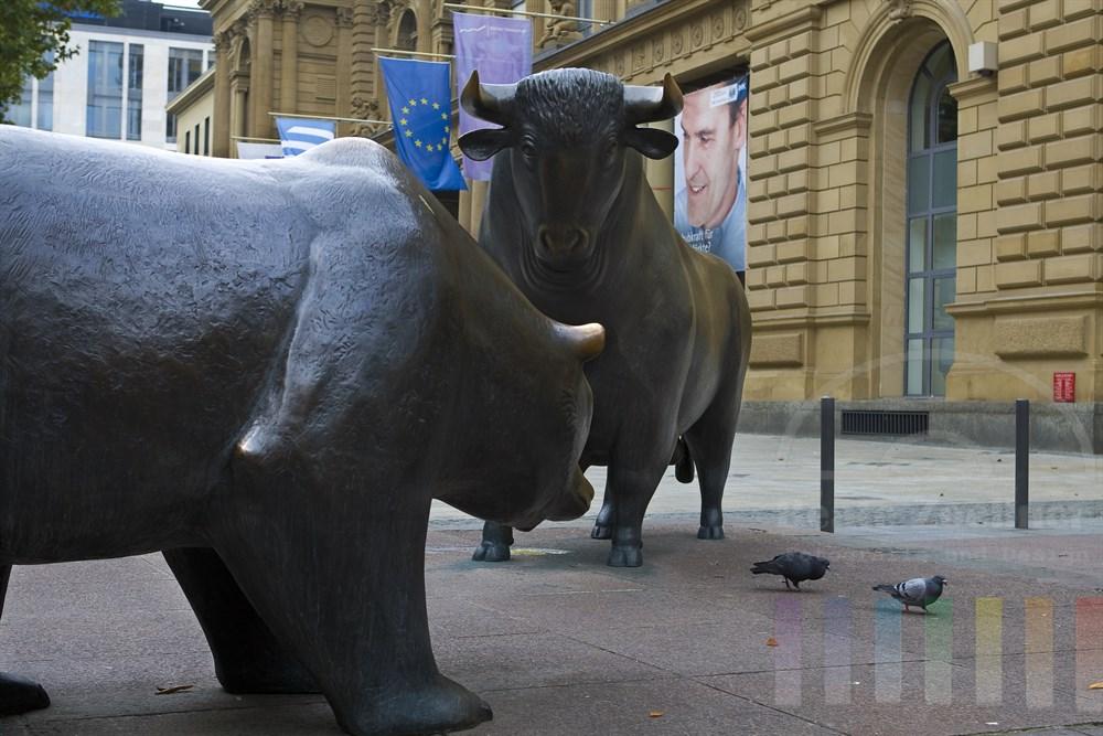 Frankfurter Börse mit den beiden Symbolfiguren Bulle und Bär