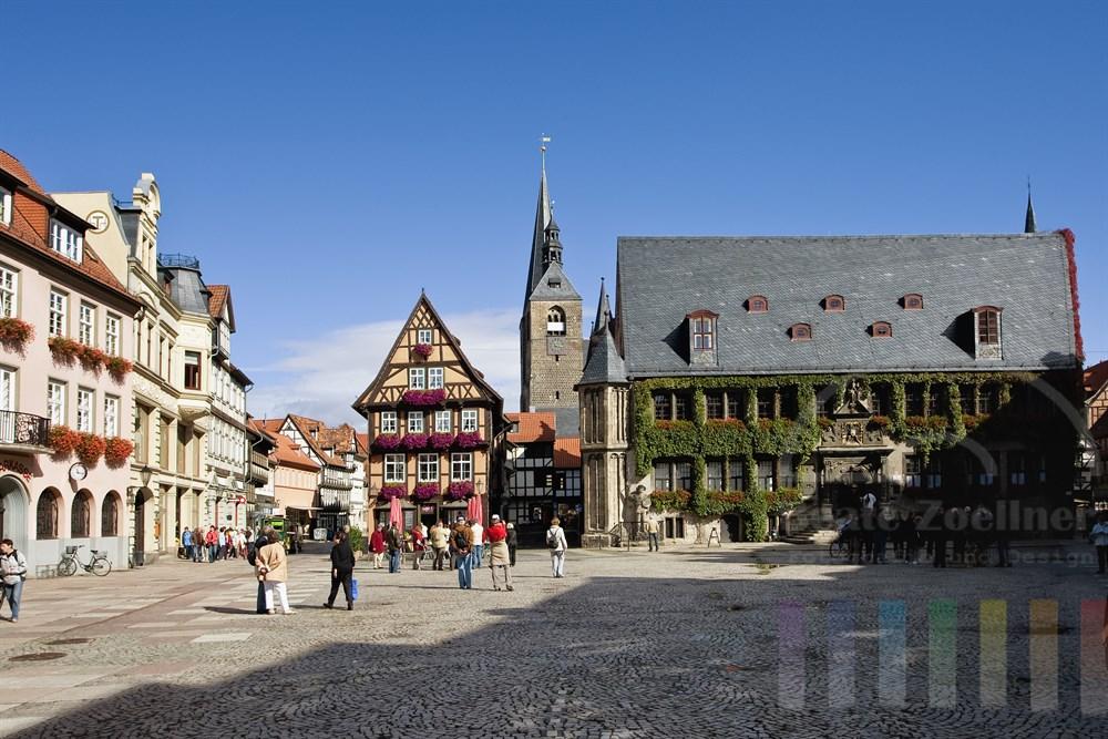 Marktplatz der mittelalterlichen Stadt Quedlinburg mit Rathaus