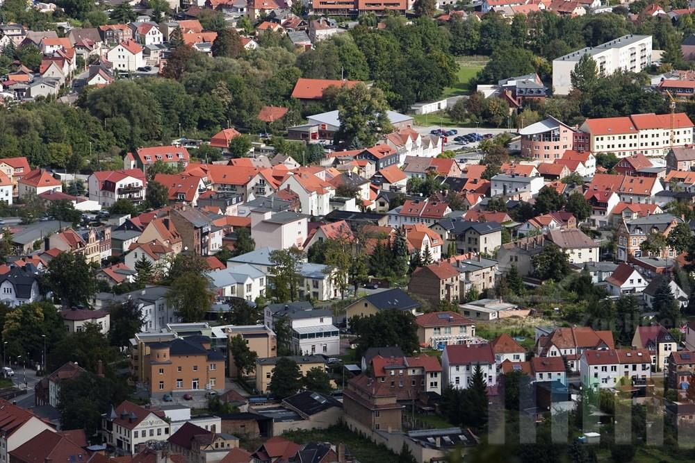 Blick aus der Bodetal-Seilbahn auf das Staedtchen Thale im Ostharz, Sachsen-Anhalt, sonnig