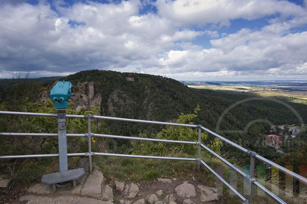Blick vom Aussichtspunkt in der Nähe des Hexentanzplatzes bei Thale über den Eingang des Bodetales zur Rosstrappe