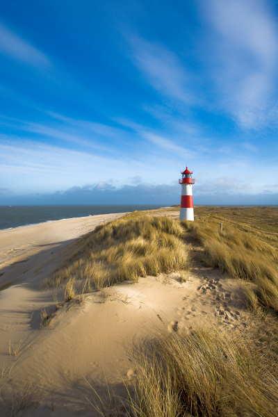 Fotodatenbank und Fotoredaktion: Das Foto zeigt einen Leuchtturm am Strand von Sylt